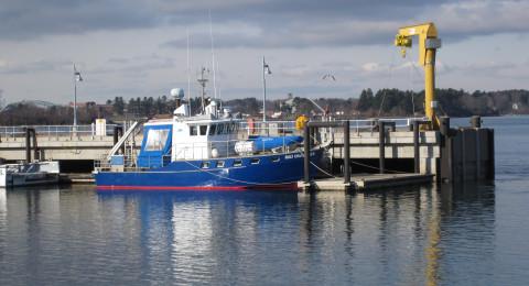 r/v gulf challenger at a pier